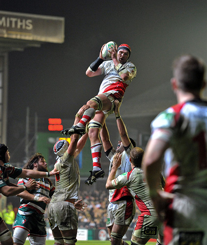 Johann Muller wins lineout ball